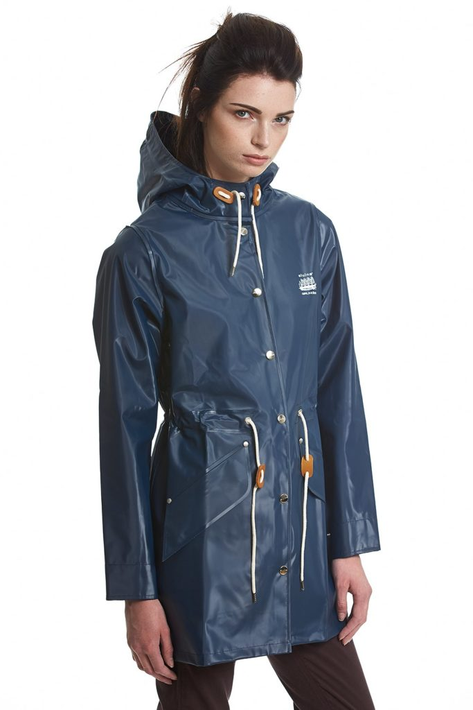 grundens hono elvine raincoat in navy